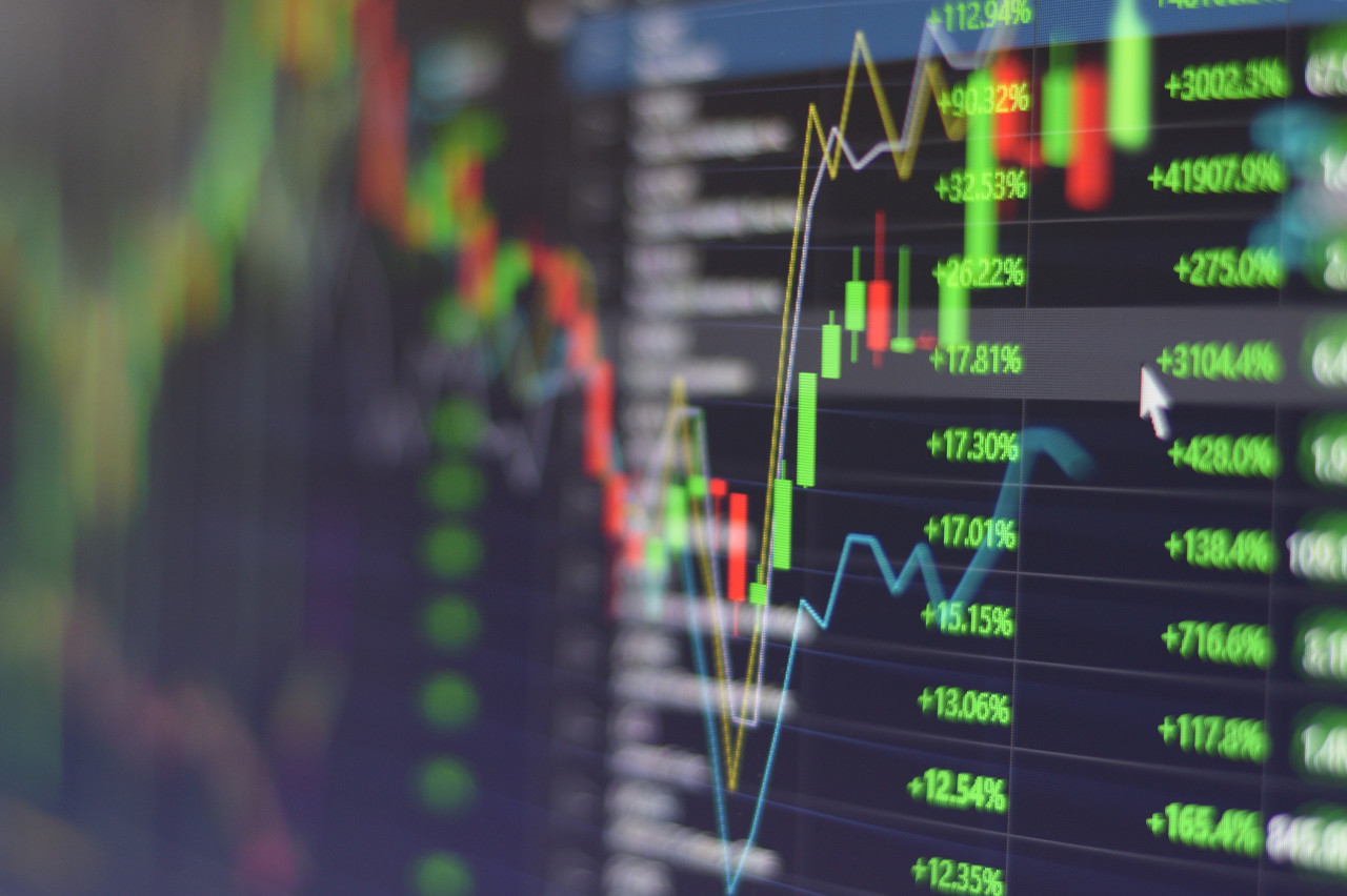美股延续反弹态势 半导体股票领涨