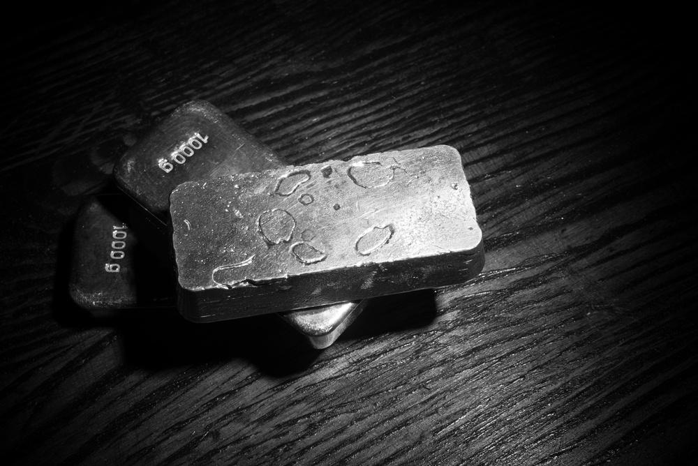 美国零售销售数据意外增长 白银在23美元下方震荡