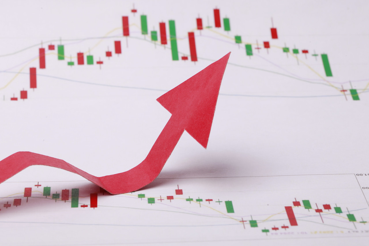 美股迅速反弹 道指盘中一度涨近490点