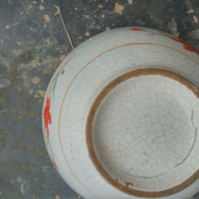 折枝花卉瓷碗
