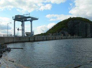 丘吉尔瀑布水电站