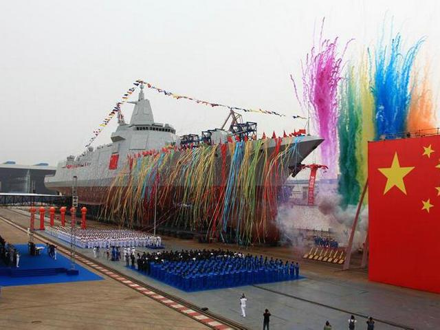 新型万吨级驱逐舰首舰