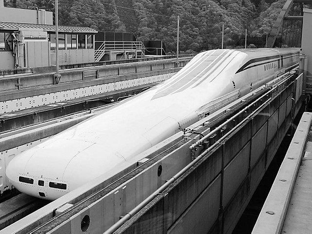 超导磁悬浮列车