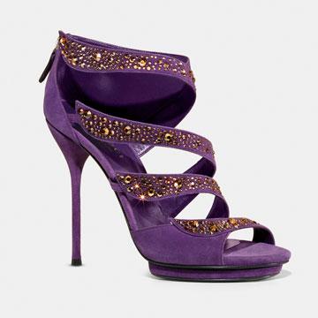 Gucci铆钉镶嵌紫色款式凉鞋