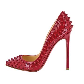 Christian Louboutin红色铆钉高跟鞋